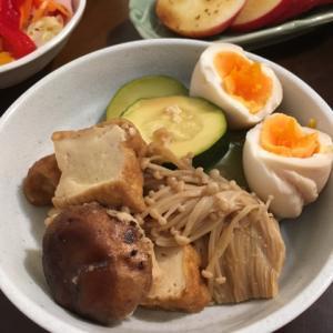 厚揚げと野菜の煮物、サラダ、りんご、お茶