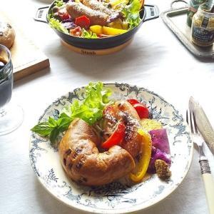 ソーセージと彩り野菜のグリルサラダとベーグルでランチ♪