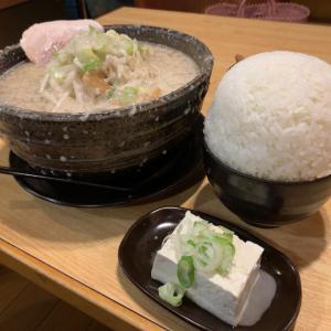 【ラーメン・桐生市】背脂の海ともつ煮とてんこ盛りライス!!〜もん吉本店さん〜