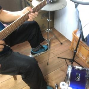 【チャレンジ】YouTubeスネア(右足)ハイハット(左足)ギター弾き語り「上を向いて歩こう」