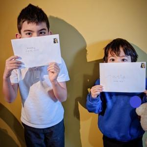 子どもたちからの、そして首相からのお手紙。