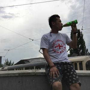 【ウクライナ】キエフ駅の裏側で昼からビールを飲む
