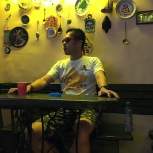 【ベラルーシ】ミンスクの隠れ家的カフェ「ウ・デダ」