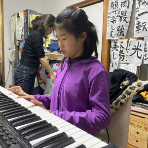 娘がピアノ教室に通っているので、電子ピアノを買ってみた!
