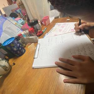 日曜日は娘の宿題を一緒にやってます☆