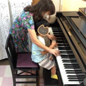 ピアノdeクボタメソッドレッスン、指をしっかり使ってます。