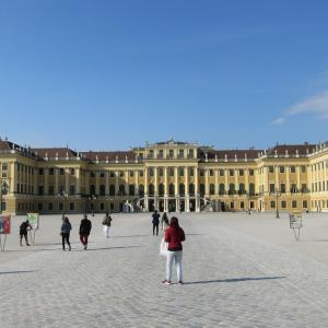 ウィーンのシェーンブルン宮殿にオープン時間から並んでみた