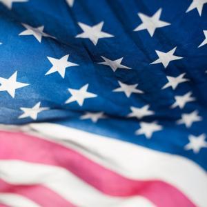 さすが自由の国アメリカ。メモリアルデー、オザークス湖に大勢の人が集まる