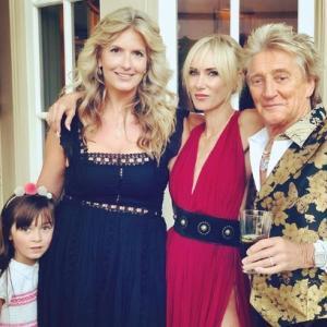 ロック界のレジェンド、ロッド・スチュワート、娘の誕生会に元妻たちが参加