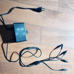 監視カメラ用の四分岐電源ケーブルを交換。