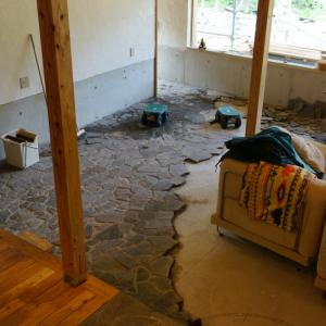 森の家、床貼り、外装もここまできました!