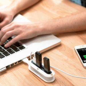 コードもまとめる、USBハブ。