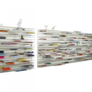 横向きに収納する、本棚。