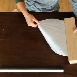 必要な大きさにでカットできるロール状の、メモ用紙。