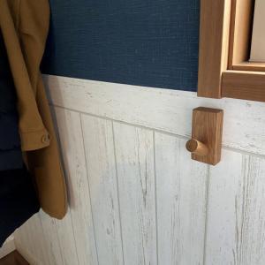 壁に付けられる家具のフックを購入。設置も超簡単です