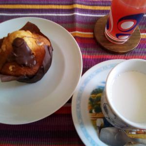 今日のご褒美の朝食☆バニラ&チョコレートマフィン♪