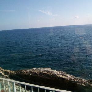 電車の車窓から眺めるジェノヴァ·ネルヴィの海☆