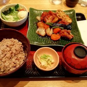 大戸屋 再訪 鶏と野菜の黒酢あん定食♪