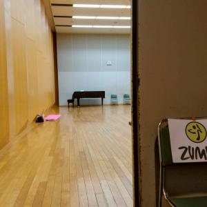 """明日10/14ZUMBAは巨大で素敵な""""三鷹芸術文化センター""""で開催します。心も体ものびのび~"""