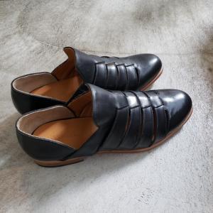 ストラップのないシンプルデザインのグルカサンダル ポルペッタ 東京・中野坂上 靴屋ソークツ