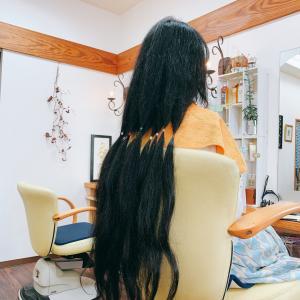 *60センチオーバーの髪の毛。*