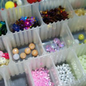 【100均】手芸コーナーのビーズ、ボンボン(エッグボール)が仕掛け装飾にオススメな件