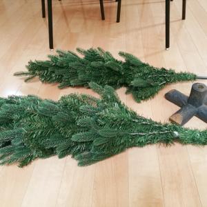 足元が可愛いクリスマスツリーをリビングに*