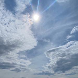 見ると運気が上がる「彩雲」と「太陽光」