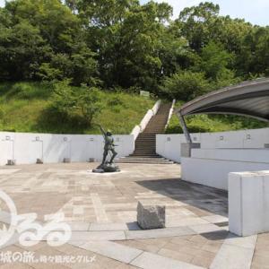 武将の銅像   長宗我部元親の銅像-2 - 岡豊城の一角に建つ凛々しい銅像!   地図付き