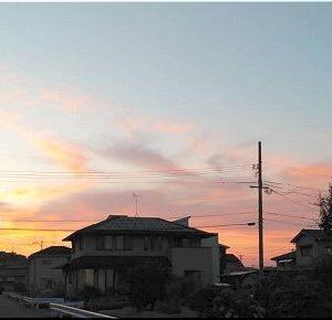 夕暮れ時に、また北方の空を(^.-)☆
