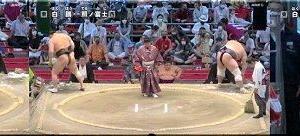 本日・千秋楽の「照ノ富士×白鵬」戦…テレビを前に力が入りました(^.-)☆