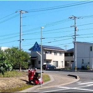 おっ、またここに赤いバイクが駐まっています(^.-)☆