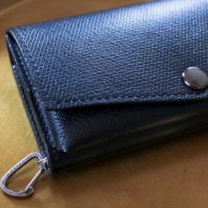 【夫への誕生日プレゼント】アブラサスの「小さい財布」に、HASHA(ハシャ)のアウトドアなシルバーチャームをプラス!