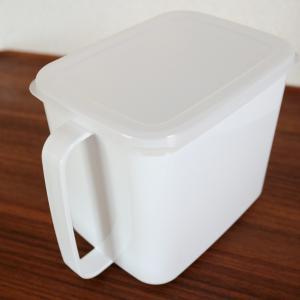 セリアの味噌ストッカーで、「1kg1,000円」基準のお味噌が使いやすくなりました。