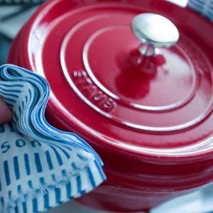【シンプル化】なにかと不潔になりやすい鍋つかみ、手ぬぐいで代用することにしました。