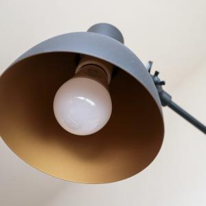【電源工事不要!】わたしの部屋の壁に、LEDアームライトを取り付けました。