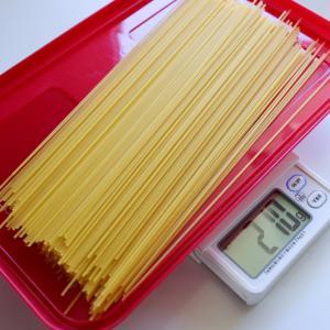 【キッチン収納】パスタの保存も計量もこれひとつ! 合理的で、シンプルで、ラクです。