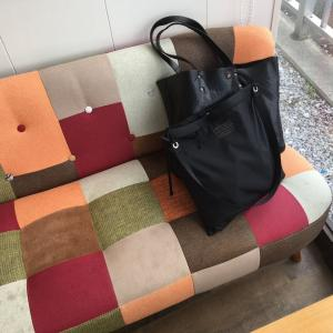 フレドリックパッカーズのサコッシュとハンドメイドのレザートートバッグ