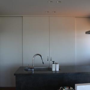 キッチンの背面収納に引き戸って使いにくい?実際の使い心地を詳しくレビュー