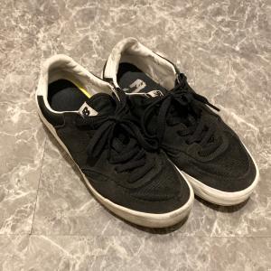 黒スニーカーを2足買った、物欲おばけ。