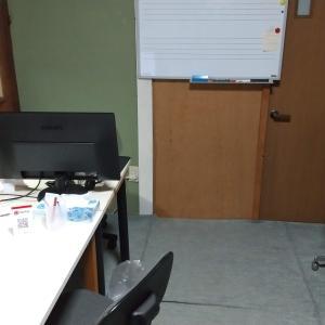 事務所にパソコン搬入