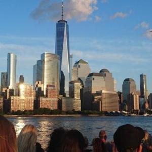 憧れのNYの摩天楼が目の前に!夕暮れ「ハーバーライトクルーズ」は割安でNY観光のマスト(マイルで世界一周旅行記㊻:ニューヨーク編⑨)