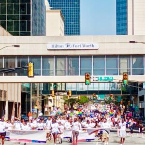 フォートワースで LGBT PRIDEパレード