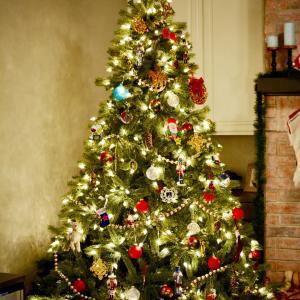 2本目のクリスマスツリーはホワイトツリー