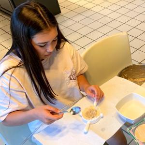 娘と餃子作り