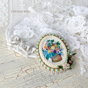 お花のビンテージパーツのブローチ