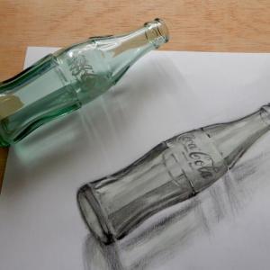 鉛筆でコーラ瓶を描いてみました。