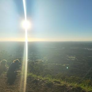 ヤラバレー旅行記⑬絶景サンセットは「Burkes Lookout」で!