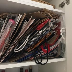 自分のクセや生活習慣に合った紙袋収納にすることで、使い勝手が変わる!!