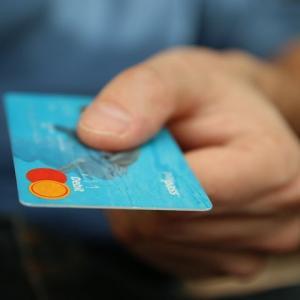 夫に使い過ぎを指摘された家族カード